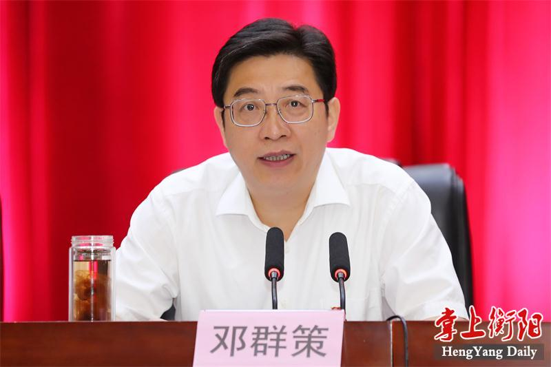 邓群策:把政治建设摆在首位 打造高素质干部队伍